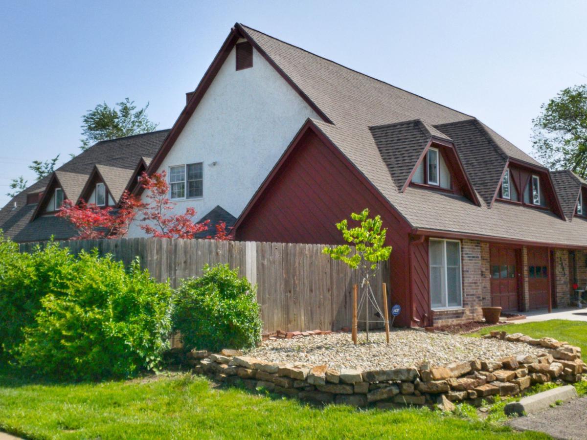 Tremendous Home For Sale 2906 Sw Arrowhead Rd Topeka Ks 66614 Download Free Architecture Designs Lukepmadebymaigaardcom